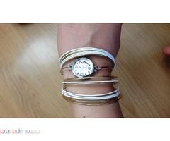 Дамски часовник тип гривна- златисто и бяло