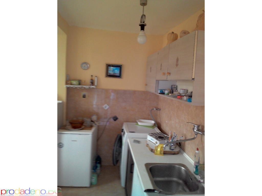 Продава се обзаведен двустаен апартамент в Приморско - 7/12
