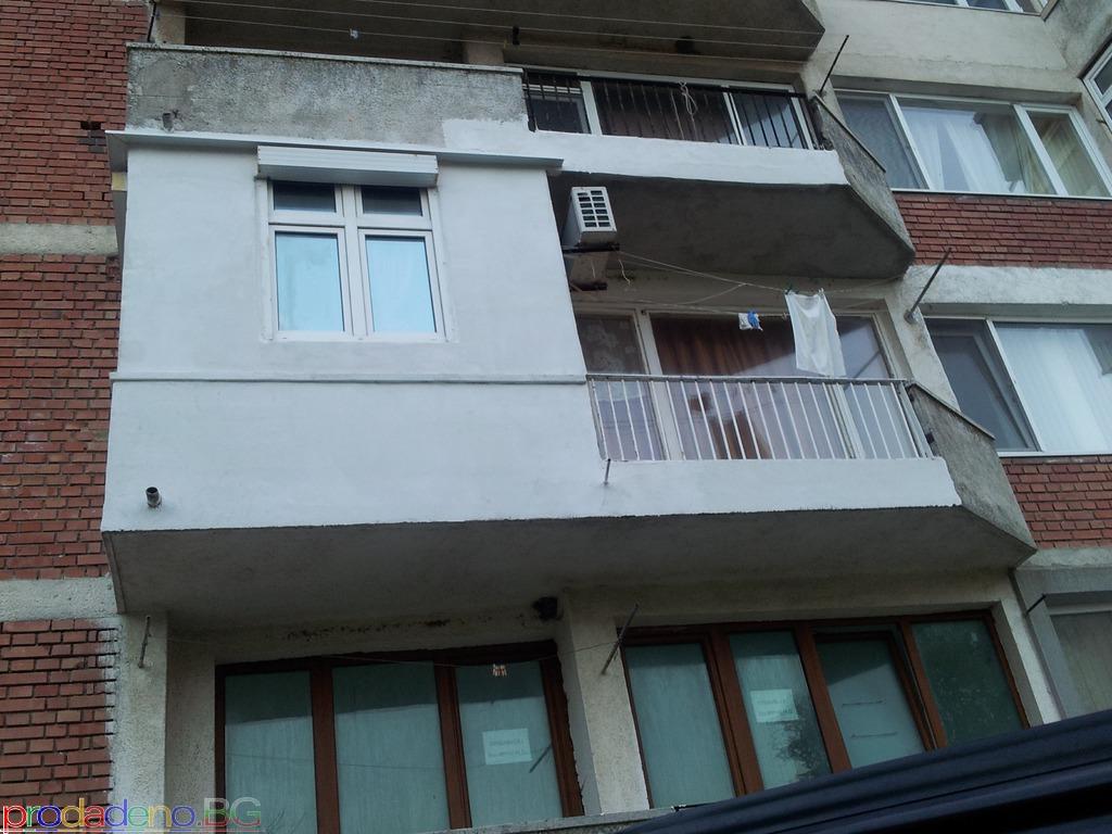 Продава се обзаведен двустаен апартамент в Приморско - 11/12